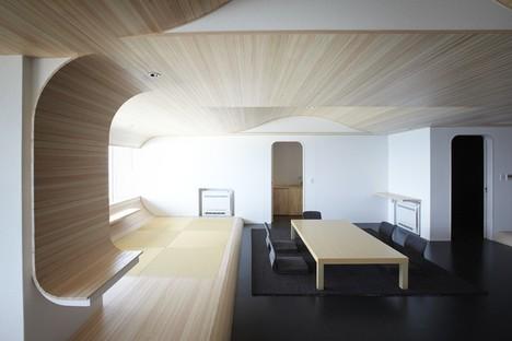 Hiroyuki Komatsu coordinates a team of architects for renewal of a skyscraper
