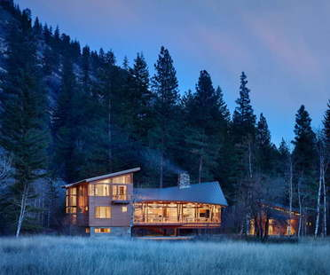 Finne Architects' lightweight Mazama House in Washington State