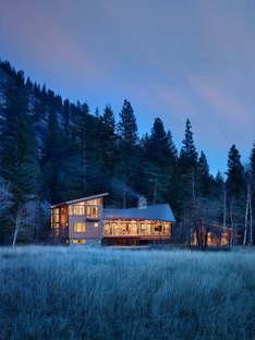 Finne Architects' lightweight Mazama House in Washington State