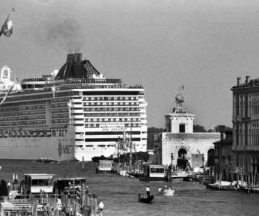 Gianni Berengo Gardin Venice and the Big Ships exhibition