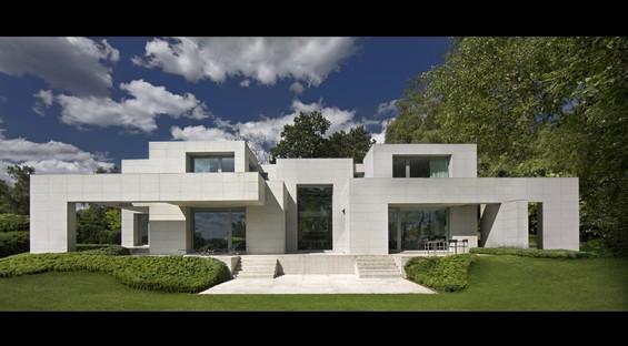 DS House: Olivier Dwek's pseudo-symmetries