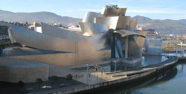 Touring Spanish architecture with the SapienStone Truck