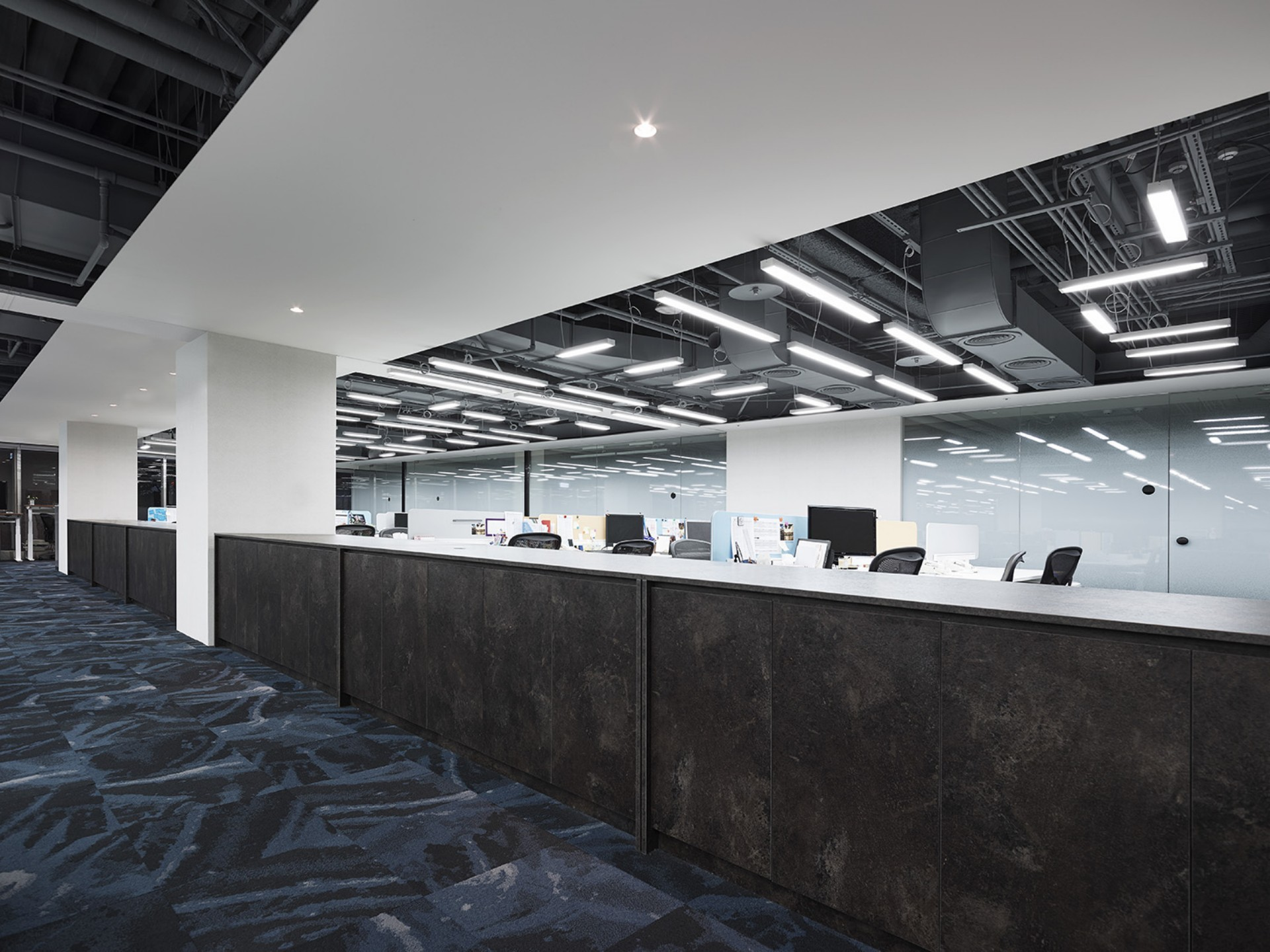 Time is money! cnYes Office by Waterfrom Design