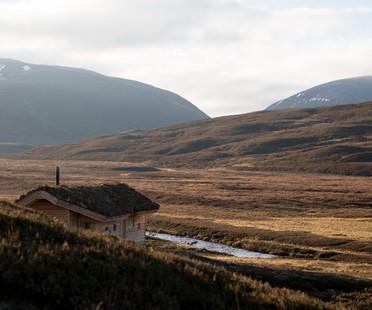 Moxon Architects, a modern hut in the Scottish Highlands