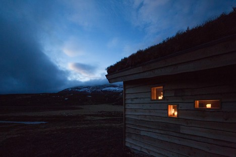 Moxon Architects, a modern hut in the Scottish Highlands