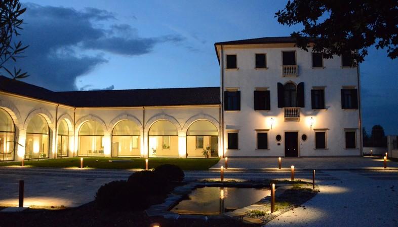 High comfort conservative renovation in a historic villa