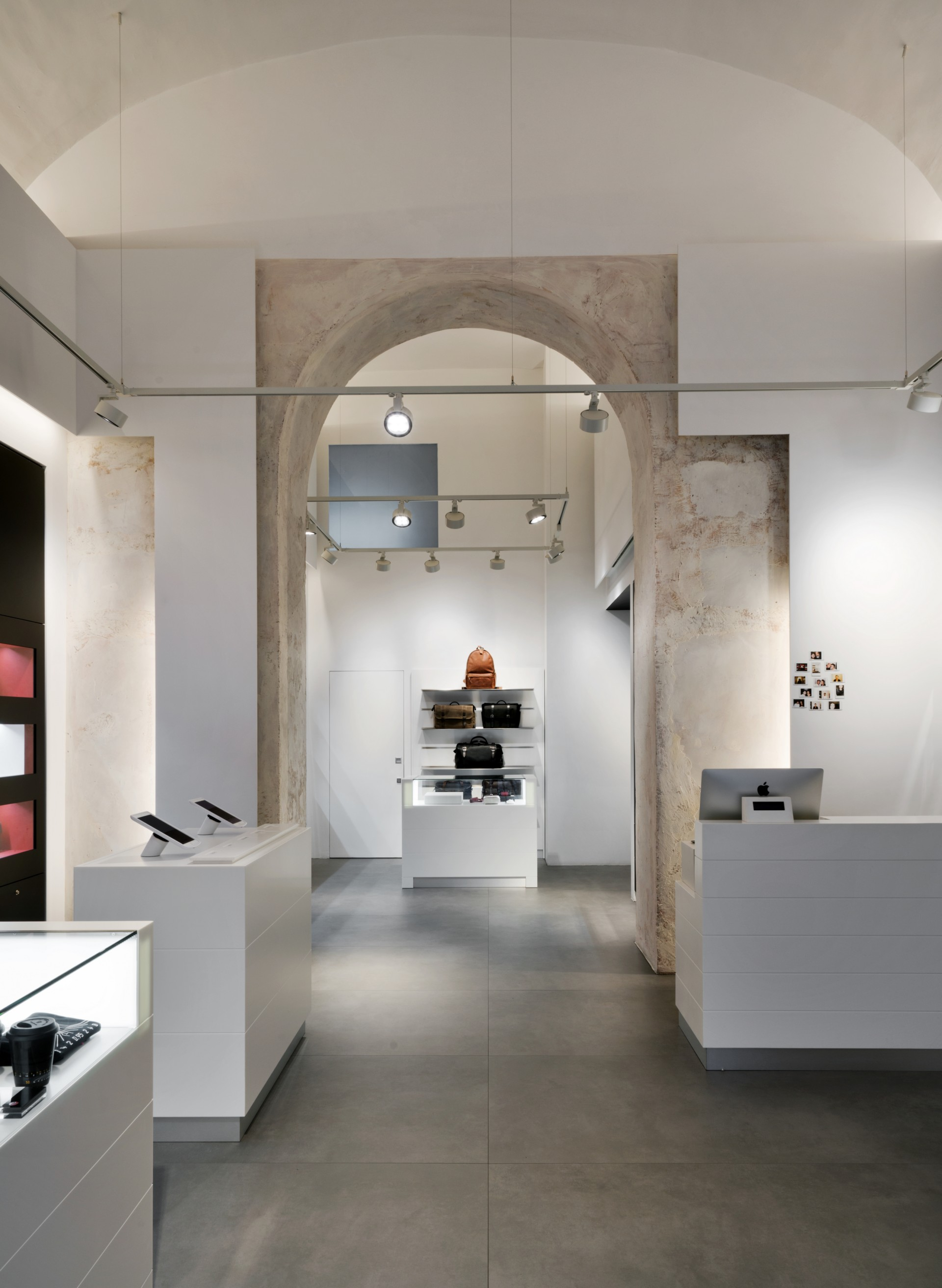 Dc10 A Surface Project For The Leica Store In Rome