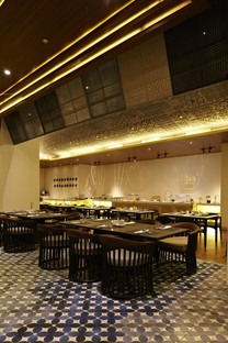 Dapour 100 Eatery and Bar by Alvin T