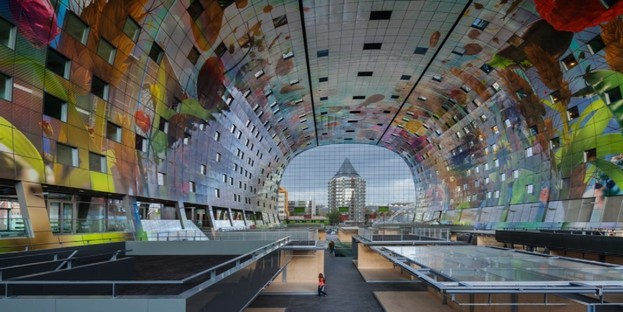 The architecture of shopping centres and multifunctional buildings