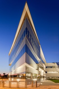 Pierattelli Architetture Arval Headquarters a photovoltaic lightning bolt in Scandicci