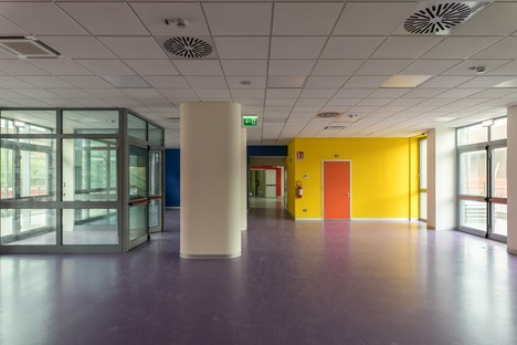 The new Territorial Paediatric Centre in Parma creates material and colour effects with ceramics
