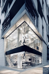 The Mexican designers of Cadena Asociados have new black and white offices in Monterrey