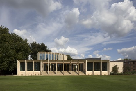 Niall McLaughlin Architects, The Sultan Nazrin Shah Centre, Oxford