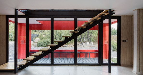 Felipe Assadi Arquitectos designs La Roja, a red house in the mountains of Chile
