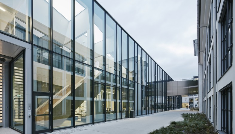 "Snøhetta's ""Crystal Atelier"" Swarovski Manufaktur completed"