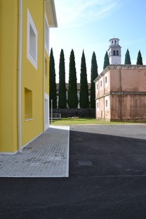 Valle Architetti Associati architecture in a stratified setting, the new Maniago Civic Centre