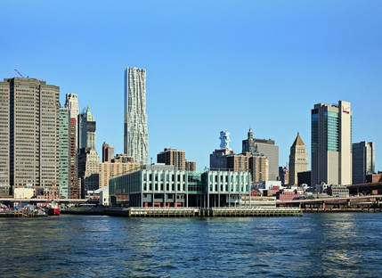 SHoP Architects the new Pier 17 in South Street Seaport - Manhattan<br />