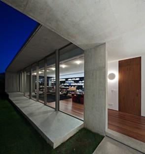 Kruchin Arquitetura designs a library for the Capobianco House in São Paulo