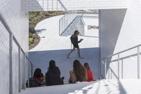 BIG The Heights, architecture that designs new landscapes for learning