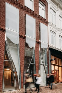 UNStudio The Looking Glass façade architecture for fashion in Amsterdam