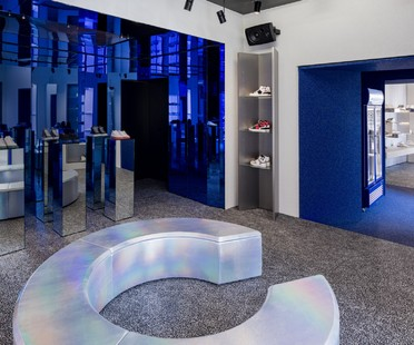 Piuarch designs an innovative sneakers store in Milan