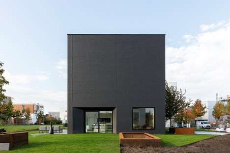 Pasel Künzel Architects designs K41 Black Diamond for living in a cube in Utrecht