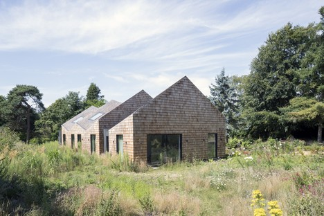 Blee Halligan Architects from barn to B&B: Five Acre barn in Suffolk