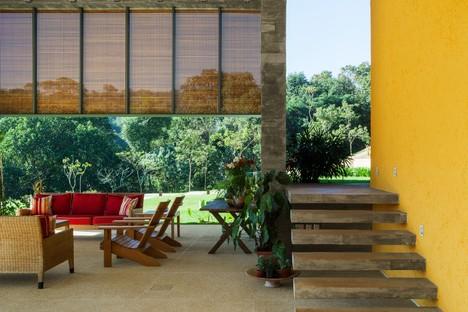 Reinach Mendonça Arquitetos Associados designs LG Residence in Bragança Paulista