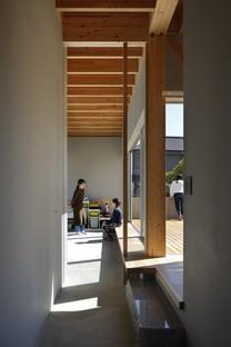 Yamazaki Kentaro Design Workshop creates the Hayama House, Terrace in the town