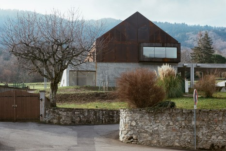 ateliers o-s architectes expand a school building in Lugrin