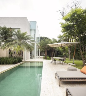 Fernanda Marques Associated Architects designs Bucareste, private residence in São Paulo
