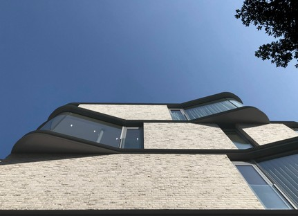 DROO Architecture revisits the classic London bow window with VI Castle Lane