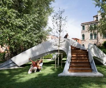 Striatus - an arched 3D-concrete-printed bridge in Venice