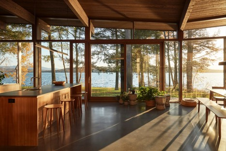 Atelier Pierre Thibault designs contemporary house on Brome Lake