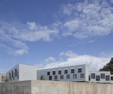 Yasutaka Yoshimura Architects design a hostel in Kyonan