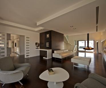 Multilevel home by Pierluigi Sammarro