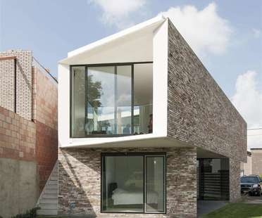 House K by Graux & Baeyens, a patio house in Buggenhout (Belgium)
