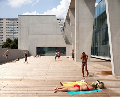 Dominique Coulon renovates the municipal swimming pool in Bagneux, Paris