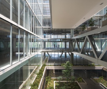 Undurraga Deves Arquitectos and the Santa Ana offices in Santiago