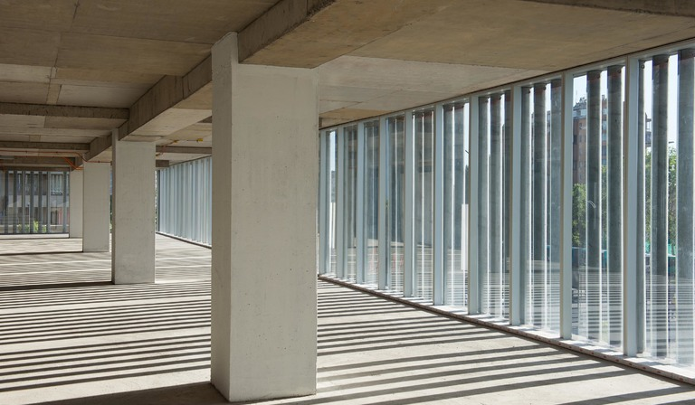 Undurraga Deves Arquitectos and the Santa Ana offices in Santiago