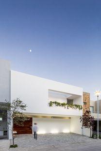 Cota Paredes Arquitectos: Casa V in Guadalajara (Mexico)