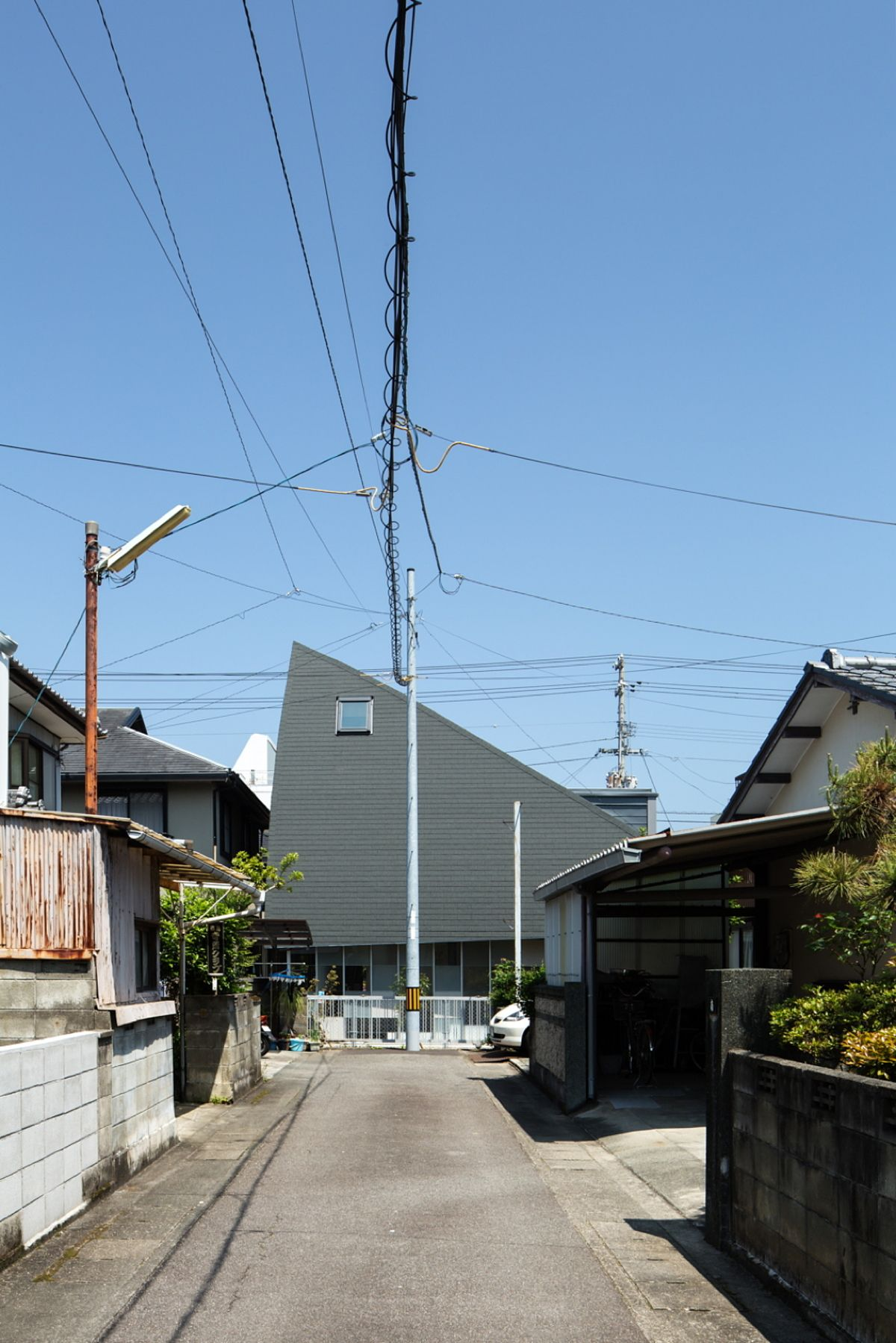 y+M design office progetta la Y Ballet School a Tokushima