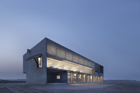 Vector Architects and the Seashore Library on the beach in China