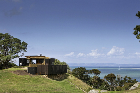 Herbst Architects: Castle Rock Beach House north of Auckland