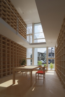 Takuro Yamamoto Architects: house with 30,000 books in Tokyo