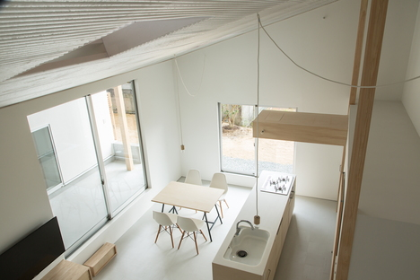 y+M design office and the Floating Roof House in Kobe