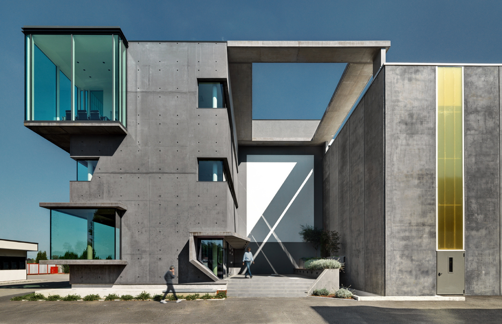 Studio DC10: New offices in the former SICAD warehouse in Uboldo, Varese