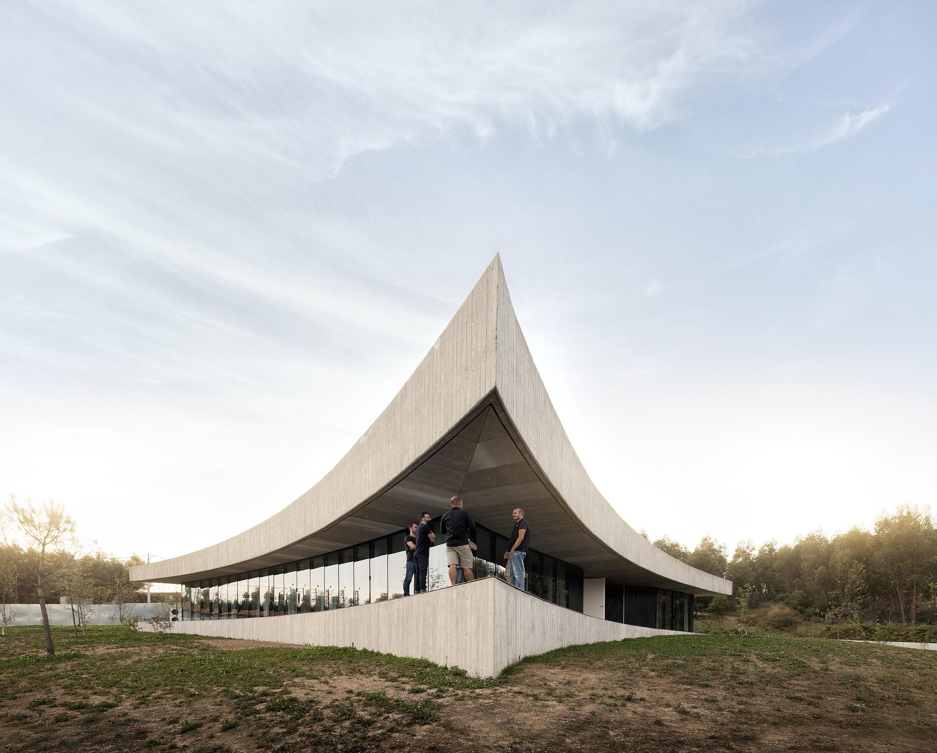 Spaceworkers' Casa Cabo de Vila in Paredes, Portugal