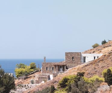 Cometa Architects: Rocksplit, casa sull'isola di Ceo, Cicladi
