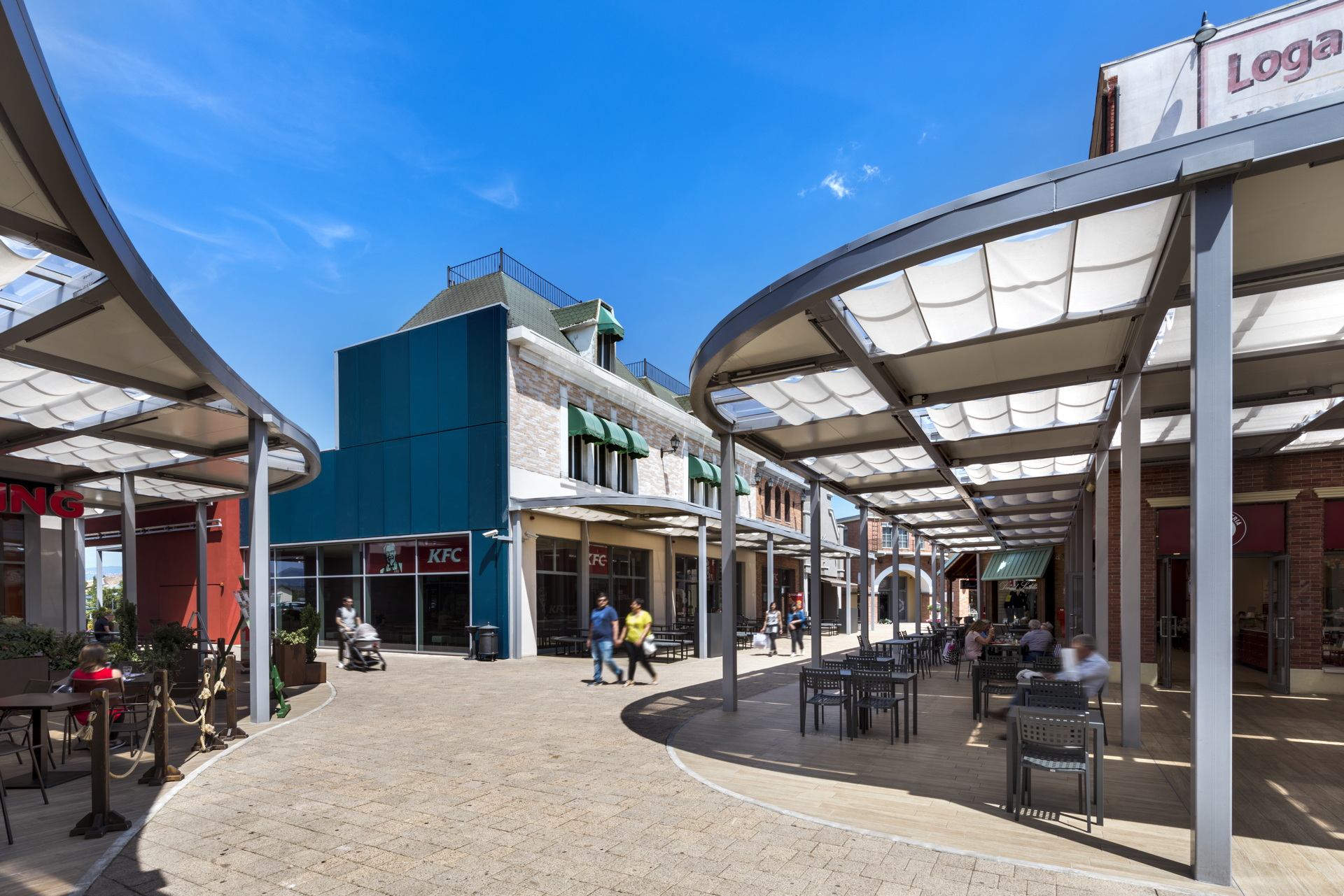 Lombardini22: New entrance and food court for Valmontone Outlet mall ...